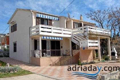 3 bedroom Apartment for rent in Novalja